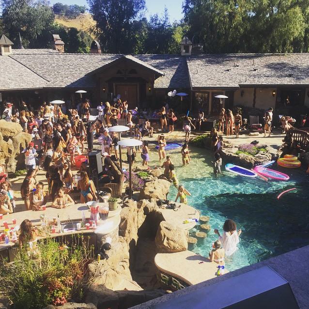 drake-pool-party-a