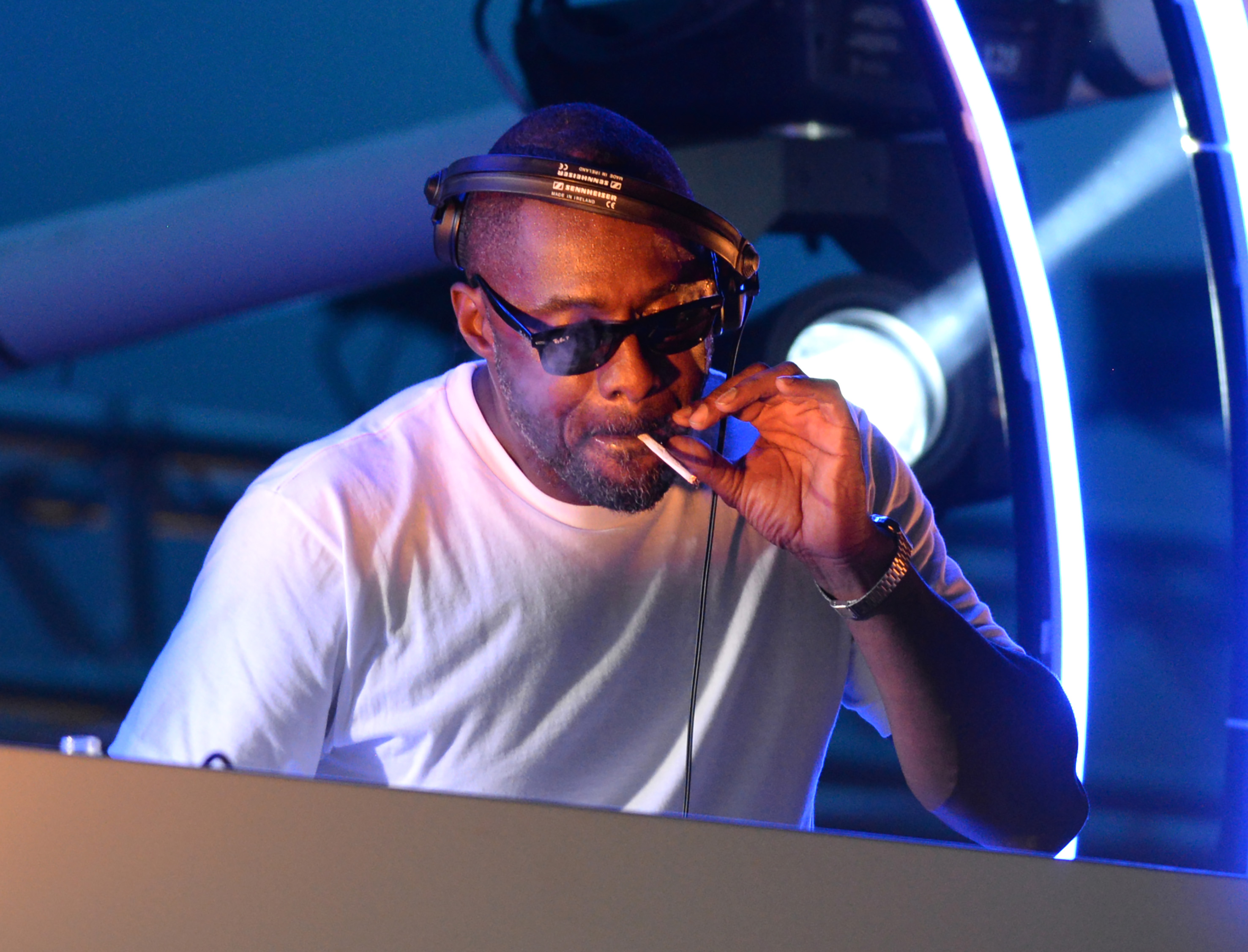 Idris Elba smokes a hand-rolled cigarette while playing a DJ set at the Goodwood Racecourse in West Sussex, at the last of their 'Three Friday Nights' events Featuring: Idris Elba Where: Chichester, West Sussex, United Kingdom When: 19 Jun 2015 Credit: Paul Jacobs/WENN.com