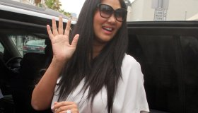 Kimora Lee Simmons takes her daughters out to lunch