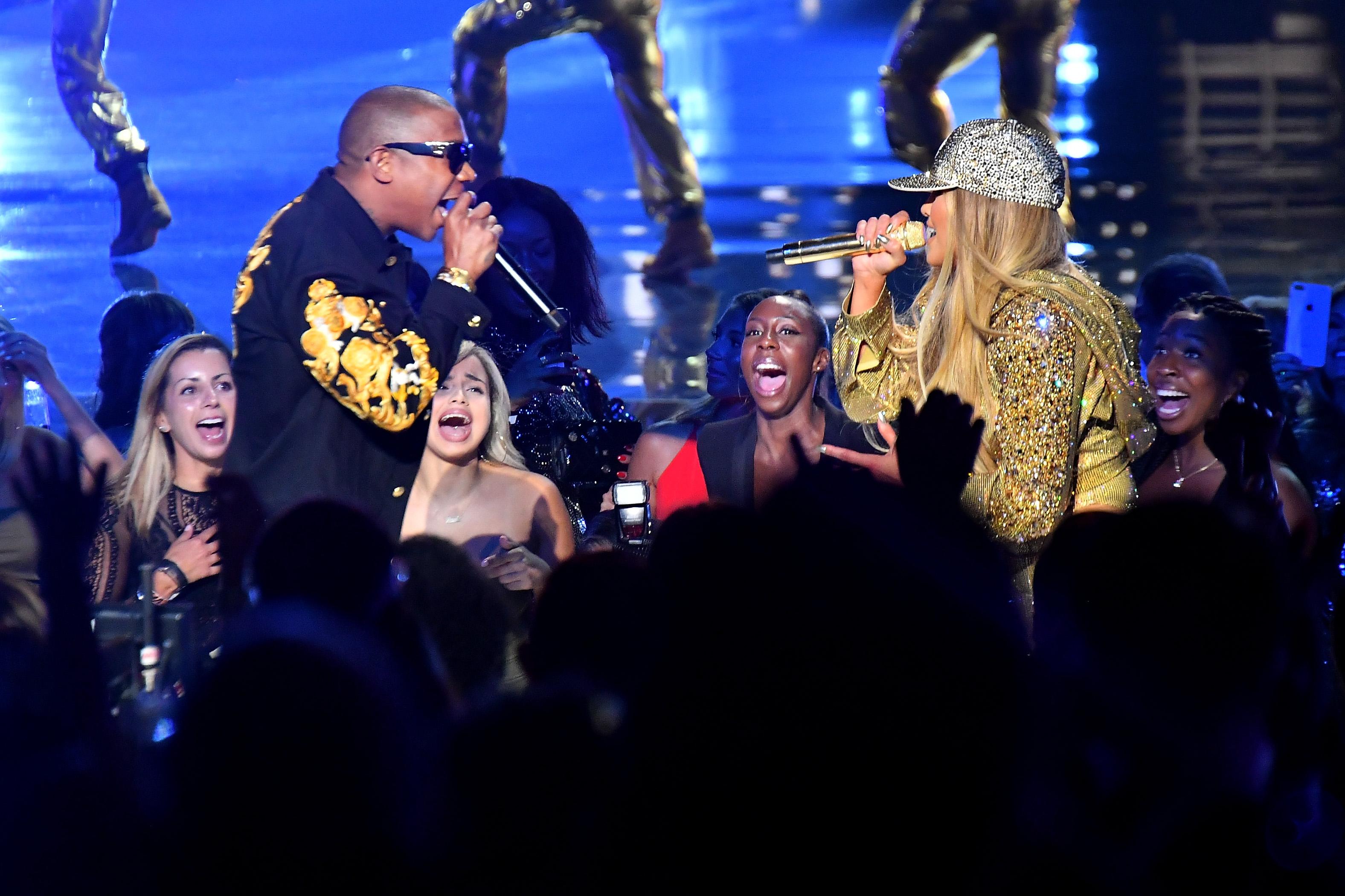 Ja Rule and Jennifer Lopez perform at 2018 MTV VMAs