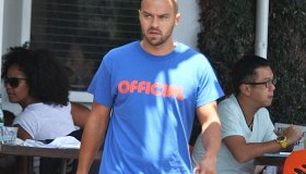 Jesse Williams has lunch at Fred Segal