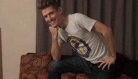 Pieter Hanson #HimToo Viral Pic