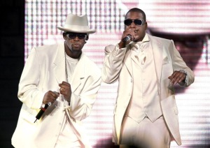 ST/RKELLY R&B performers R. Kelly and Jay-Z perform together at the MCI center. Pictured, R.Kelly, l