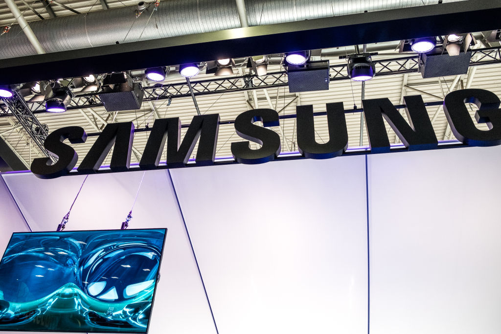 Samsung to reveal foldable phone and Galaxy S10 In February