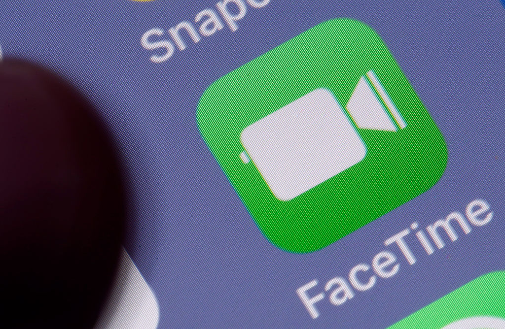 iPhone Users React To Apple's FaceTime Glitch On Twitter