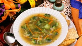 1990s VEGETABLE SOUP IN...