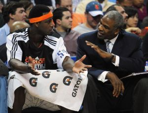 Charles Oakley files civil suit against Knicks owner, Madison Square Garden