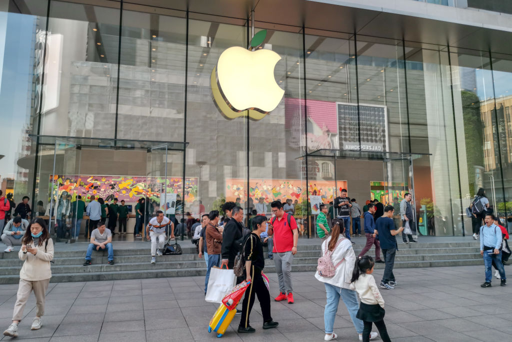 NYC Teenager Suing Apple For $1 Billion After Being Falsely Arrested