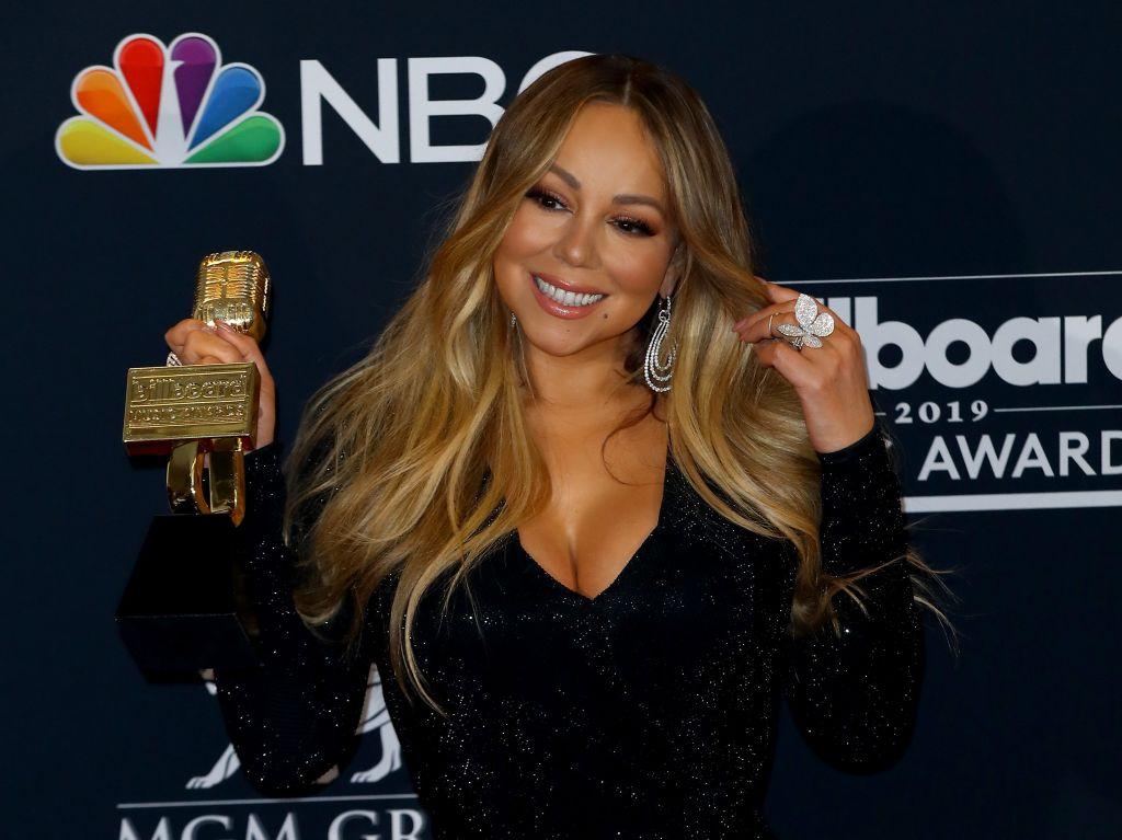 Mariah Carey & Other Celebs Partake In The #Bottlecapchallenge