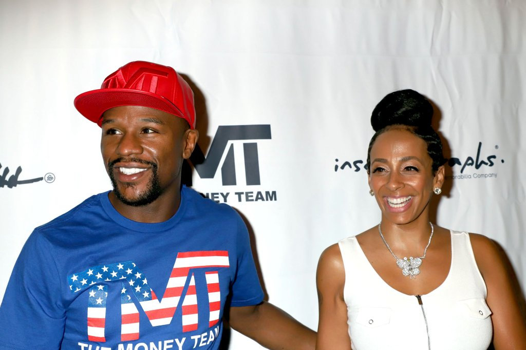 Floyd Mayweather Jr. at exclusive Las Vegas autograph signing session