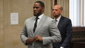 Cook County prosecutors seek to raise bond on R. Kelly even though heâs already in custody on federal charges