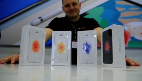 Apple launches iPhone SE in Russia