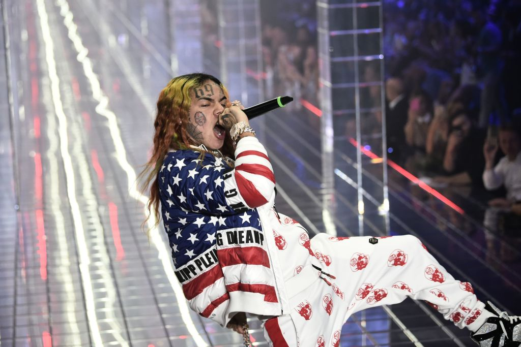 Tekashi 6ix9ine Snitches On The Entire Crew, Twitter Isn't Surprised