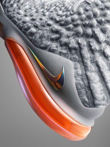LeBron James - Nike LEBRON XVII