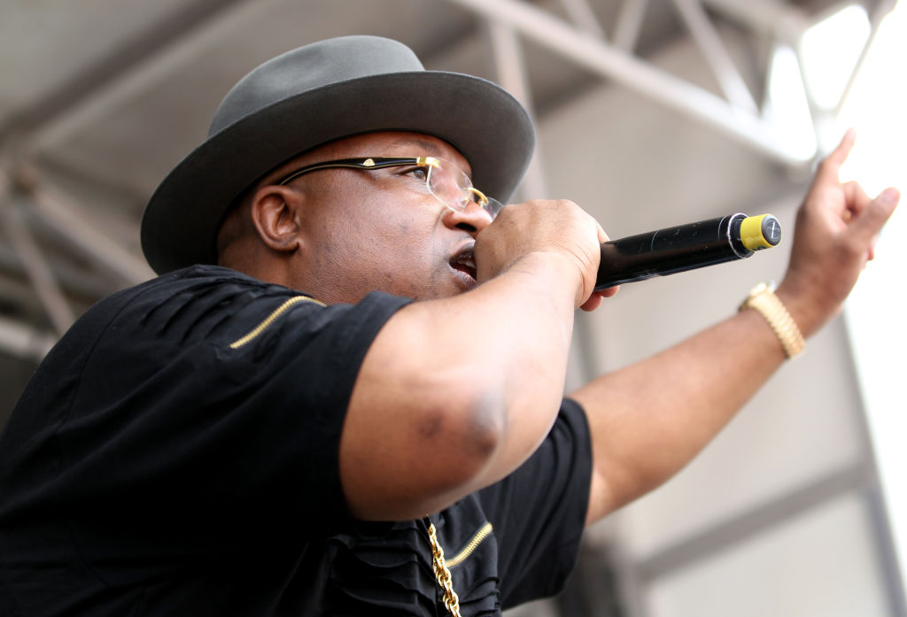 Rapper E-40 performs during a cooking demonstration by Ayesha Curry at the BottleRock Napa Valley music festival in Napa, Calif., on Friday, May 26, 2017. (Anda Chu/Bay Area News Group)