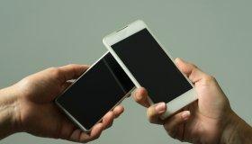 Sharing between mobile phones 01