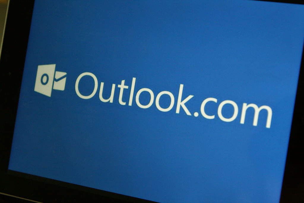 Microsoft Testing Google Suite Integration For Outlook.com