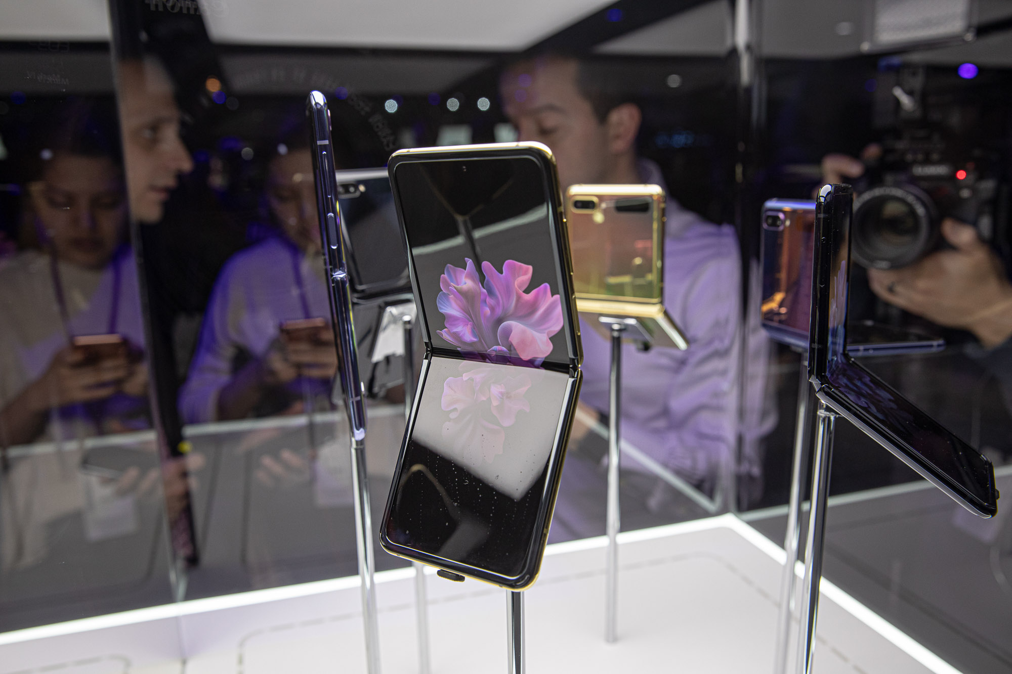 """Samsung Announces New """"Buy & Try"""" Program For Its Foldable Smartphones"""