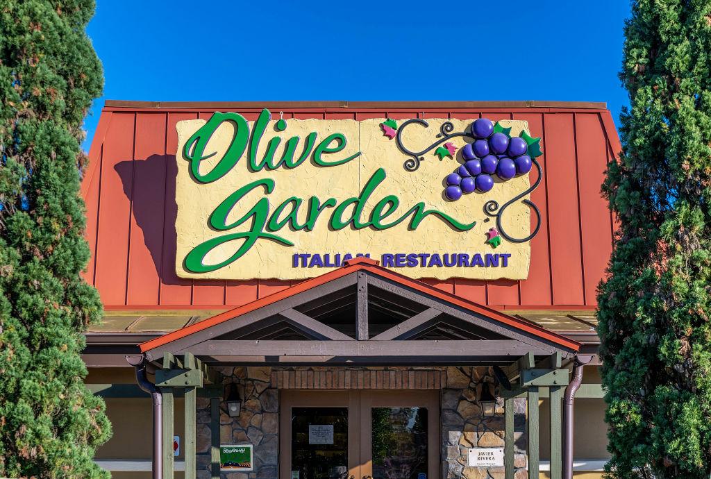 Olive Garden restaurant exterior...