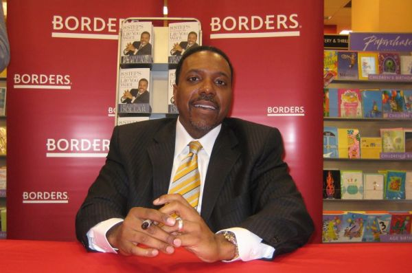 """Creflo A. Dollar Signs His New Book """"8 Steps to Create the Life You Want"""" at Borders Books and Music - January 12, 2007"""