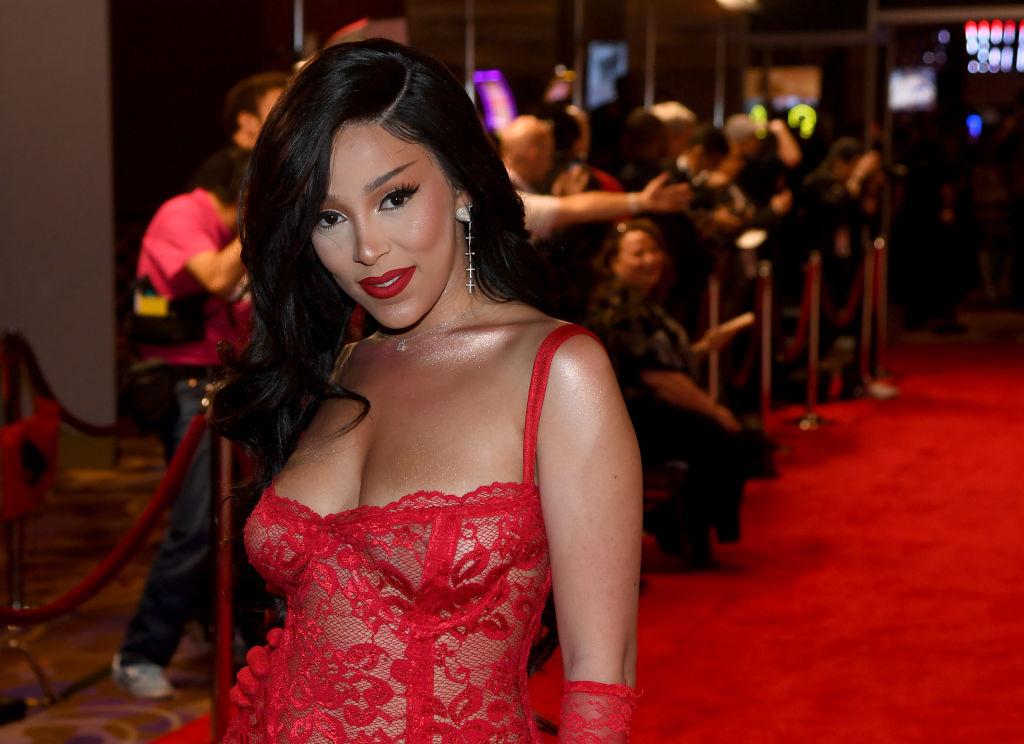 Doja Cat Slams Toxic Nicki Minaj Fans, The Barbz Tried To Cancel Her