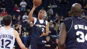 San Antonio Spurs player Tim Duncan (C) prepares t