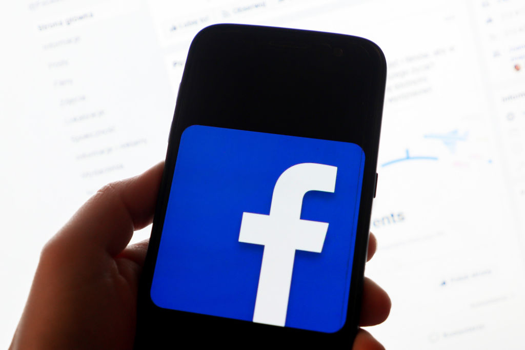 Facebooks New Feature Warns Users Before They Share Old News