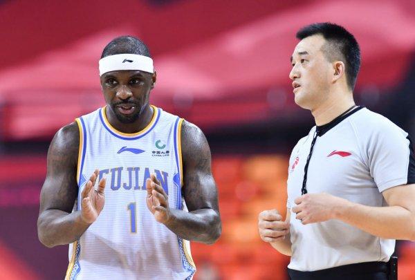 (SP)CHINA-QINGDAO-BASKETBALL-CBA LEAGUE-FUJIAN STURGEONS VS ZHEJIANG GOLDEN BULLS (CN)