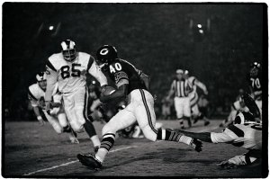 Gale Sayers Playing Football