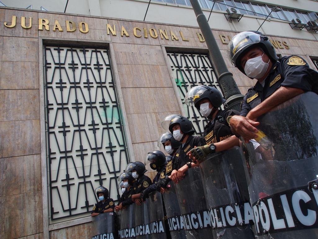 """Police detachment guarding the headquarters of the """"Jurado..."""