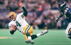 GENERAL INFORMATION: SPORTS: Vikings home vs. Green Bay Packers. noon start IN THIS PHOTO: Minneapolis Mn, 12/17/00 Vikings vs Packers-----One of the only times the Vikings got pressure on Brett Favre was on this Tony Williams 3rd quarter sack at the Vi