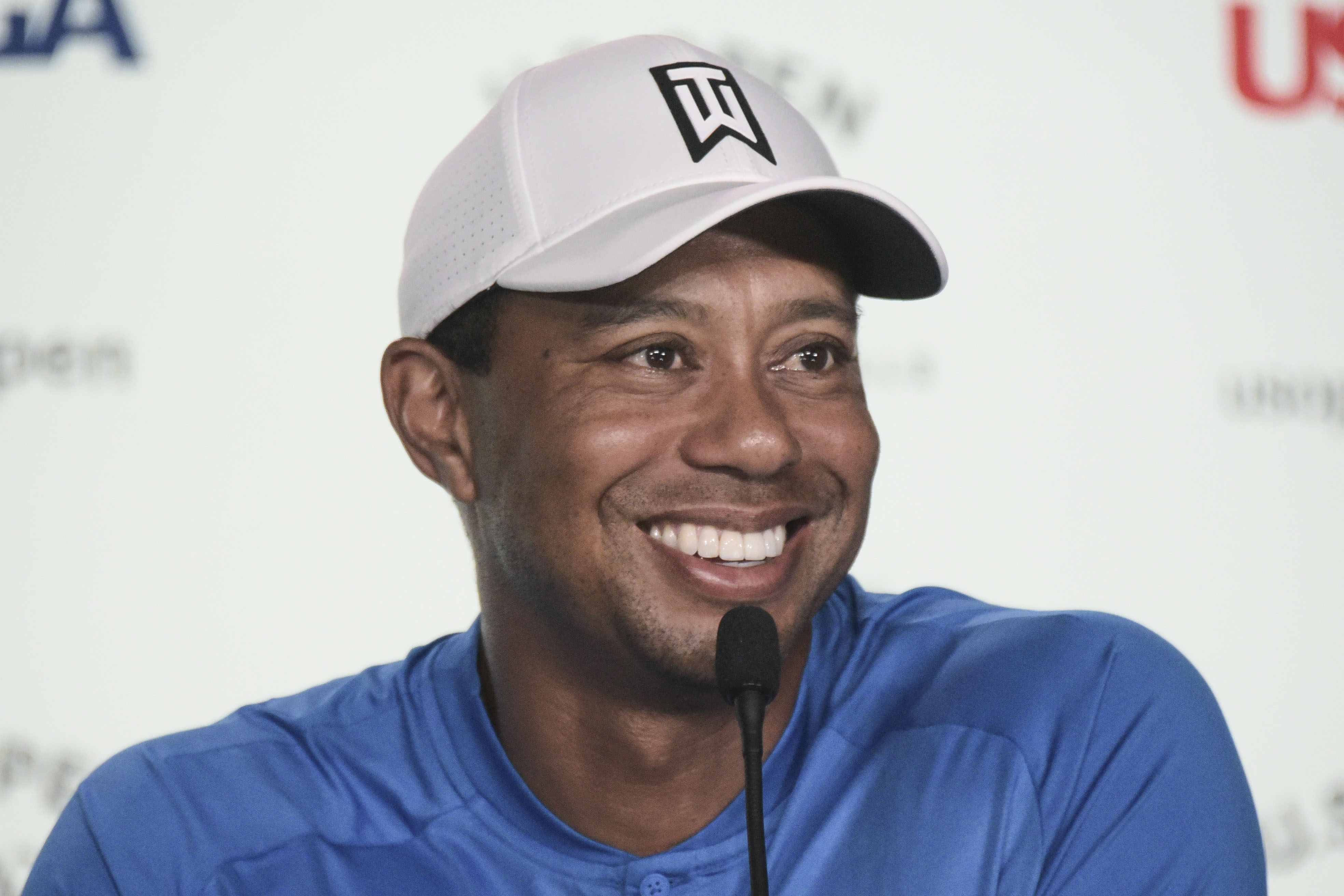 Tiger Woods Up On Crutches 2 Months After Car Accident