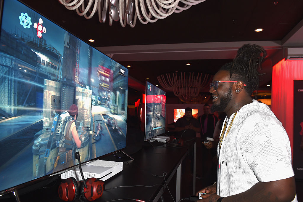 Watch T-Pain Handle A Whole Squad of Racists In 'Call of Duty' By Himself