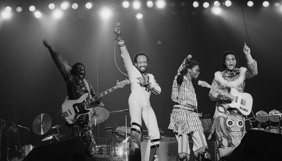 Two-Step Twitter Gathers In Celebration For Earth, Wind & Fire Day #earthwindandfireday